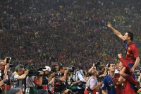 (FILES) A file picture taken on May 27, 2009  shows Barcelona's Xavi Hernandez (R) celebrating after winning the UEFA football Champions League final against Manchester United at the Olympic Stadium in Rome. AFP PHOTO / CARL DE SOUZA